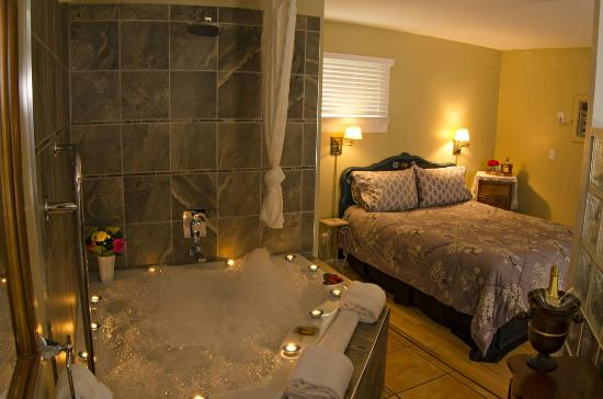 Heartwood Inn and Spa: Honeymoon Cottage