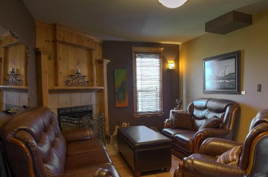 Heartwood Inn and Spa: Fireplace Lounge