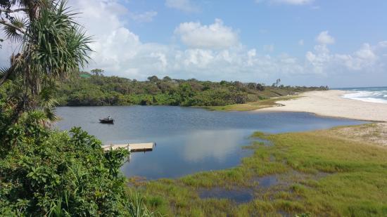 Ras Kutani: lagoon
