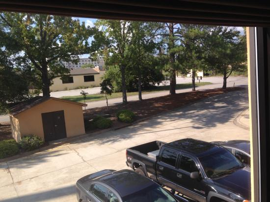 Hampton Inn Columbia-I-26 Airport: View From Guest Room Of Empty Building Next Door