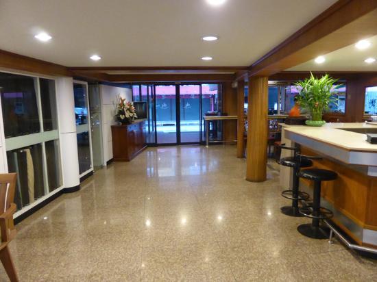 Dynasty Inn: Lobby