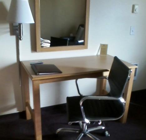 Lincoln City, Oregón: Desk w/chair