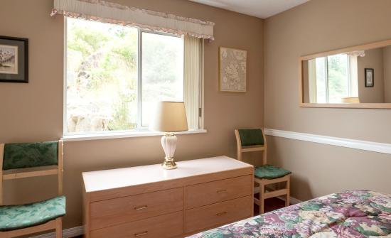 Quathiaski Cove, Καναδάς: Suite A Queen Bedroom