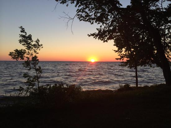 Fisher's Resort: Enjoying 1 of the ever famous sunsets from Cabin #7