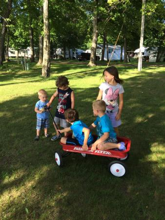 Fisher's Resort: Kids being kids!