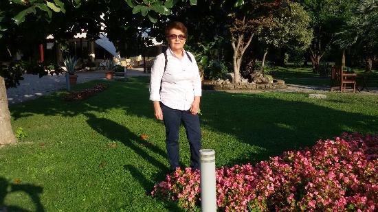 Hotel Terme Bologna: Bellissimo  giardino. .Piscina  coperta  e  fuori con vari idromassaggi  posto  bellissimo  acco