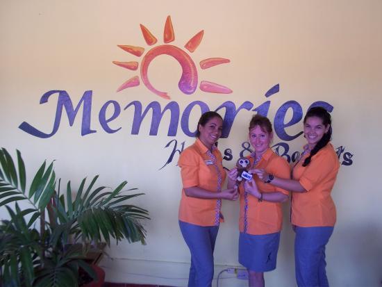 Memories Holguin Beach Resort: les meilleures représantantes de Sunwing allez les voies elles sont adorables.