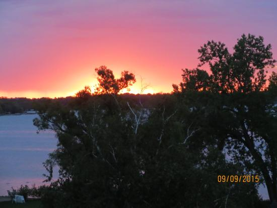 Arrowwood Resort & Conference Center : Sunrise from our room!