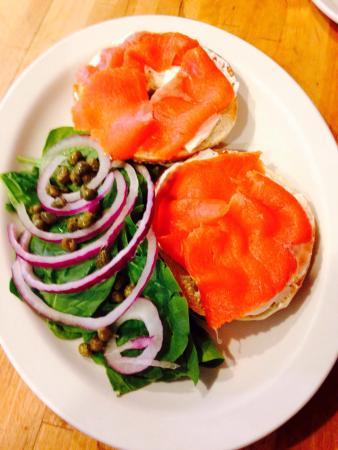 Cafe Vincente: smoked Salmon bagel