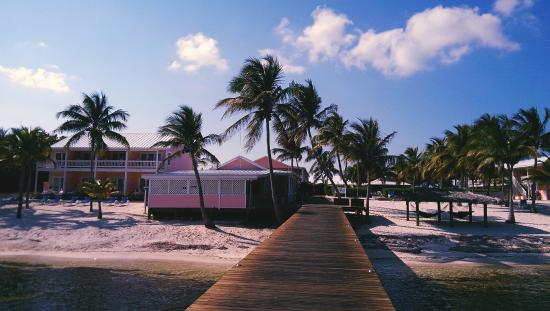 Little Cayman Beach Resort: View looking at the hotel from the dock