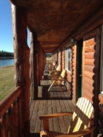 Island Park, ID: Anglers Lodge room patio