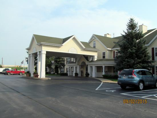 Country Inn & Suites By Carlson, Green Bay: Exterior grounds.