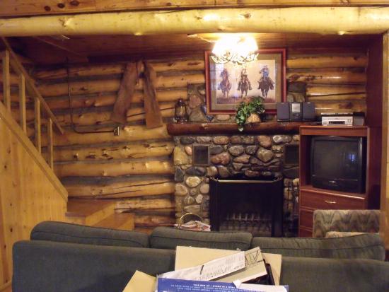 Pine River Lodge: Hamilton Cabin - Living Room