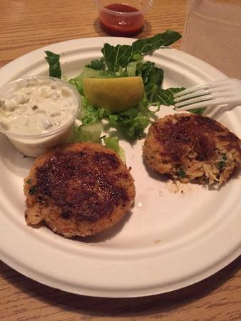 Pelly's Fish Market & Cafe: crab cakes