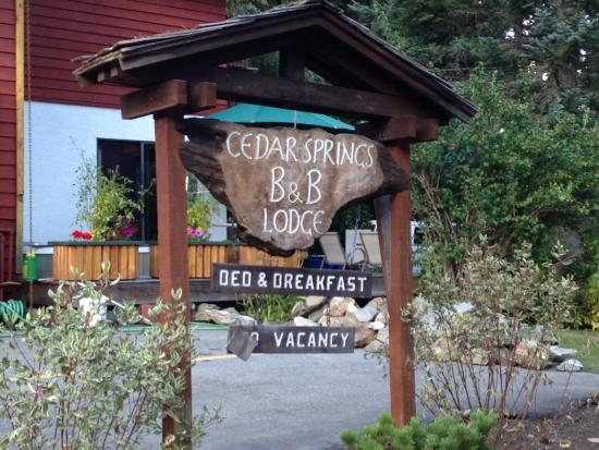 Cedar Springs Bed and Breakfast Lodge: Sign Near the Road