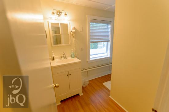 Westhampton Beach, NY: Room 9 bathroom - Grassmere Inn