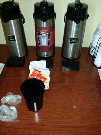 Red Roof Inn Carrollton: Dirty breakfast area, taped labels (shows level of upkeep), urine stained toilet, reeking rooms,