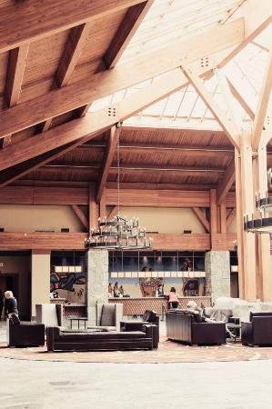 Casino Rama Resort: The gorgeous lobby at Casino Rama