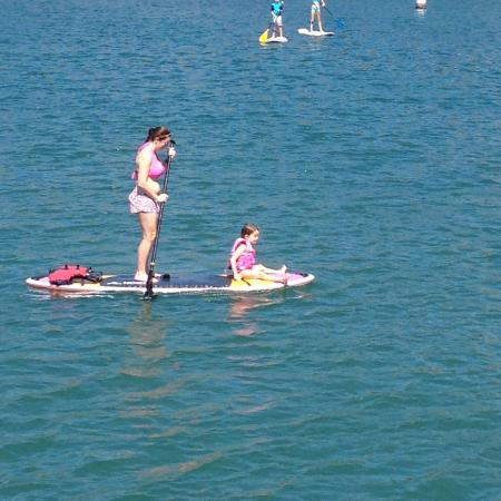 Dana Point, Kalifornia: Hope that little one can swim?