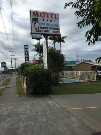 Kippa Ring Village Motel : Advertising sign
