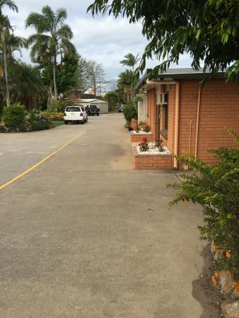 Kippa Ring Village Motel : Entry to motel parking area
