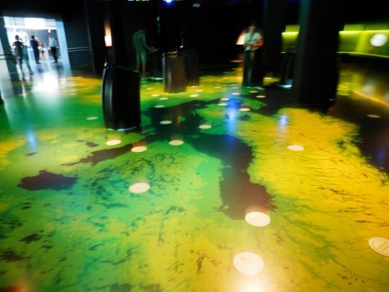 Parlamentarium: Interactive Floor Map With Television Pedestals