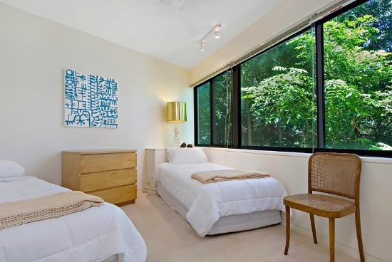 Little Cove Court: 2nd Bedroom