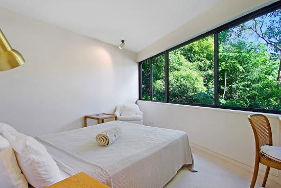 Little Cove Court: Master Bedroom