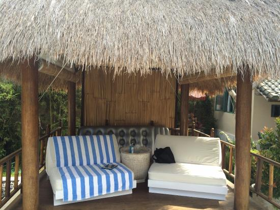 Aashaya Jasri Resort: Cute cabana at the pool - with drink service