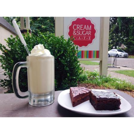 Cream & Sugar Cafe: The coffee shop offers breakfast AND lunch as well as ice cream, Popsicles, cookies and cakebsll