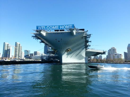 Chula Vista, CA: Cruising past the USS Midway aircraft carrier and heading to the Maritime Museum.