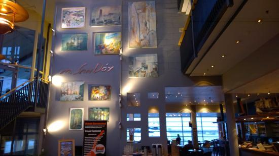 Brekstad, Noruega: Art in lobby walls
