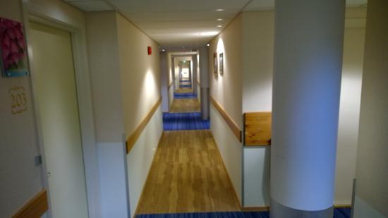 Brekstad, Noruega: Hotel passageways to rooms
