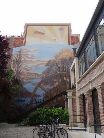 Peinture murale picture of maison de jules verne amiens for Maison de jules verne