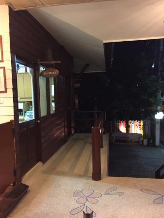 Baan Duangkaew Resort: surroundings