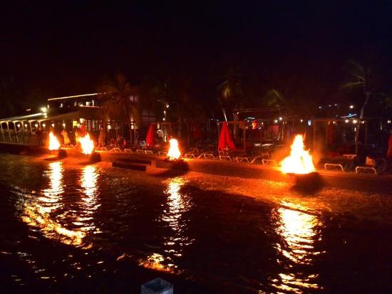 Eden Beach Resort: Ook 's-avonds gezellig