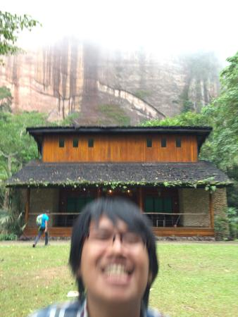 Lembah Echo: Me in front of our guest house
