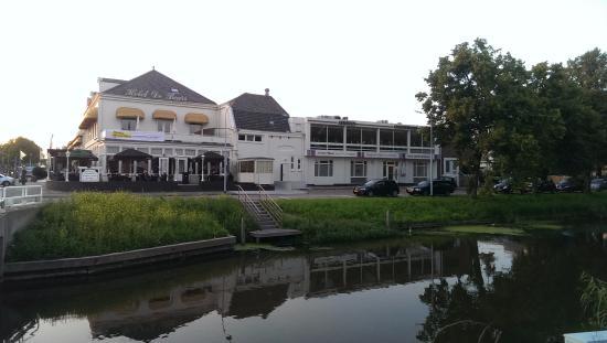 Hotel De Beurs: Side view
