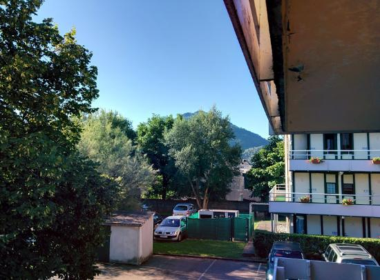 Campanile Lourdes: The hotel from the outside.