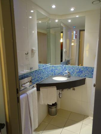 Exe City Park Prague: inside bathroom
