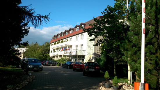 Parkhotel Novy Bor: Hotelvorderansicht