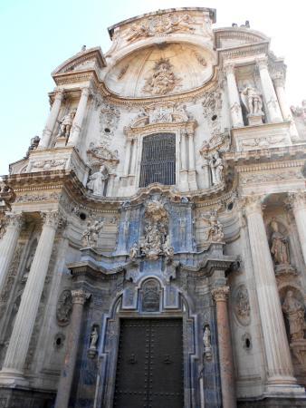 Marmol blanco y negro en la catedral photo de plaza for Marmol blanco y negro