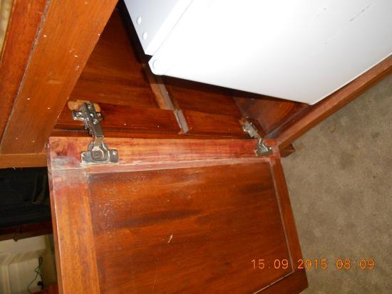 Arundels Boutique Bed & Breakfast Accommodation : Shabby fridge cabinet