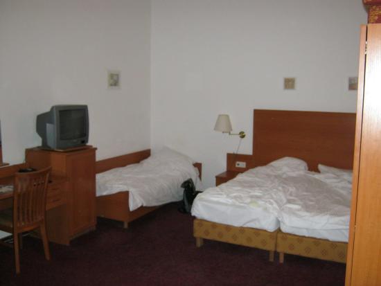 Hotel Aster: Кровати мягкие и удобные.