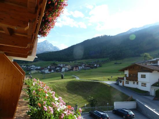 Alpengasthof Gruner : Zicht vanaf het balkon