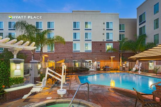 Hyatt Place San Diego/Vista-Carlsbad: Outdoor Pool and Spa