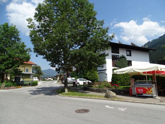 Hotel Garni Austria : zicht op de ligging van het pension