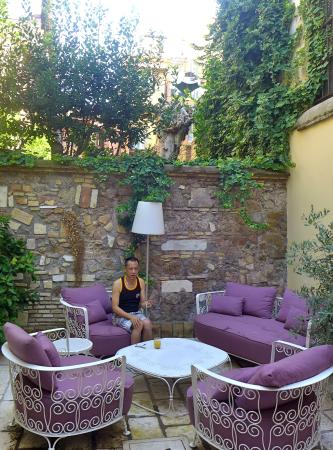 Hotel Bramante: Outdoor breakfast area