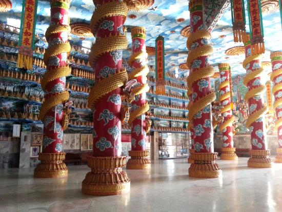 Sadao, Thailand: inside the temple