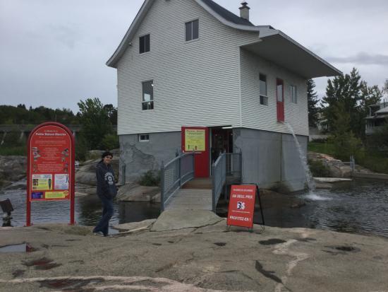 Petite maison blanche de chicoutimi picture of musee de for B b la petit maison